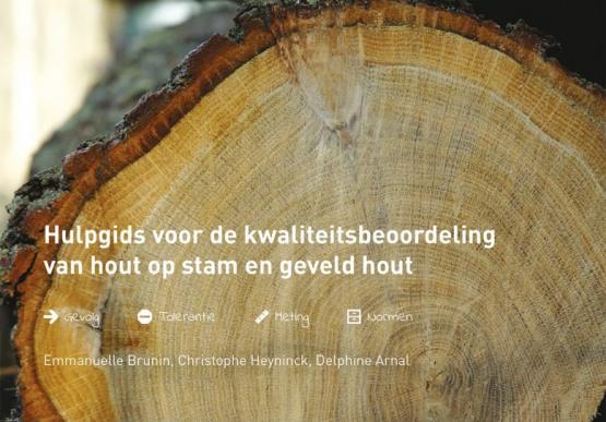 Foto van Nieuw: Hulpgids voor de kwaliteitsbeoordeling van hout op stam en geveld hout